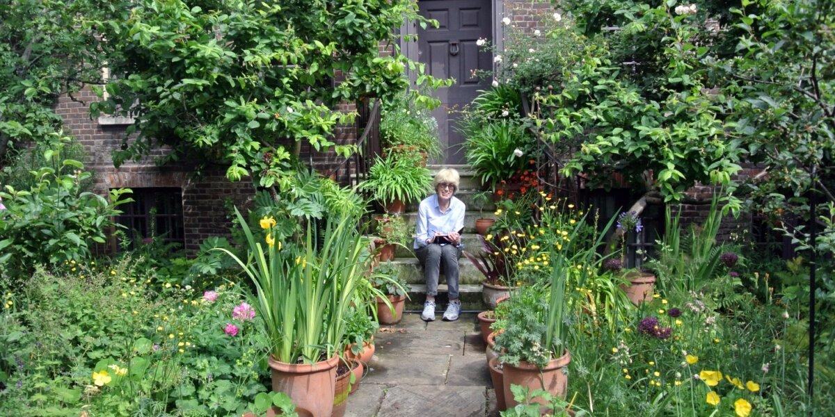 Eileen Hogan in Romilly's garden – Copyright Sandra Lousada