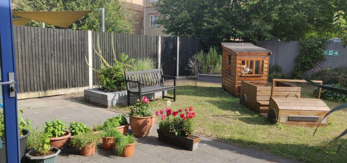 Garden at Yvonne Carr Bonnington Cafe_1200px