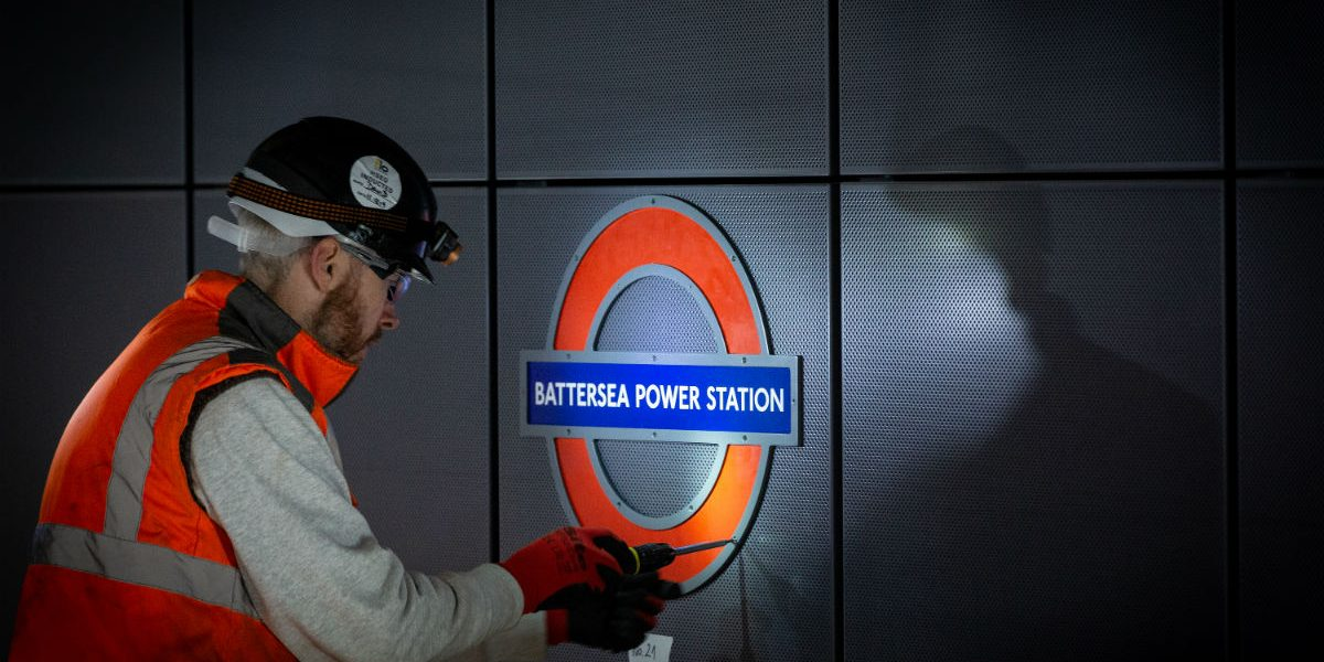Battersea Power Station First Roundel fixing_1200px
