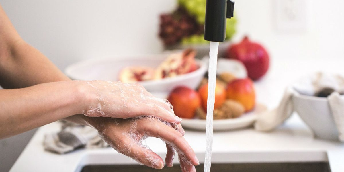 washing hands_1200px