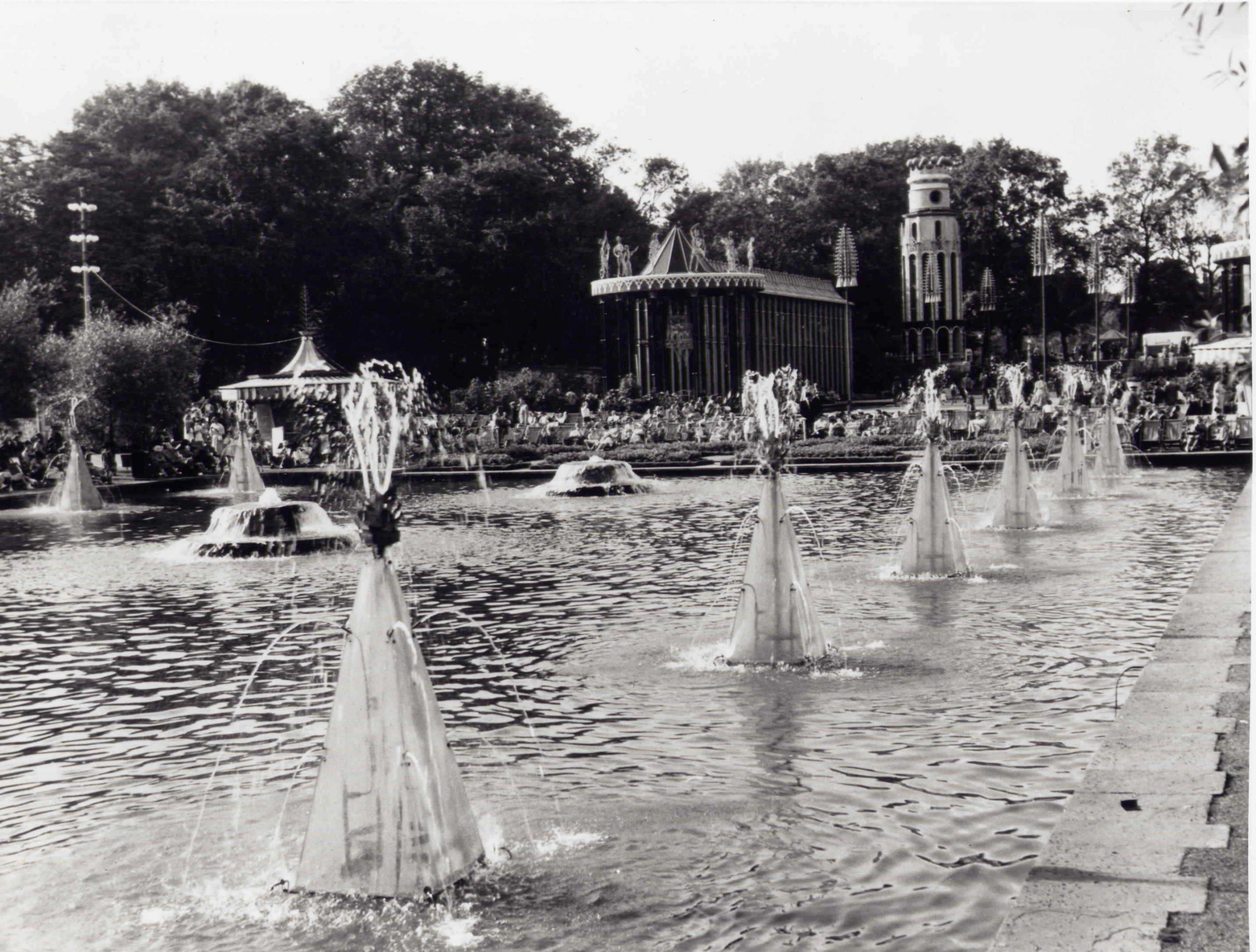Black and white image of Battersea Park Fountains