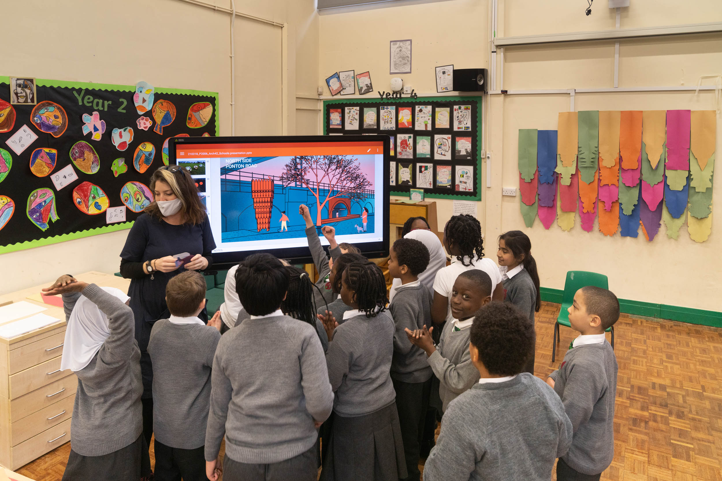 Projects Office talk to Griffin Primary school pupils about Arch 42
